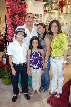 Resultado de imagen de fotos tienda la rose santiago republica dominicana
